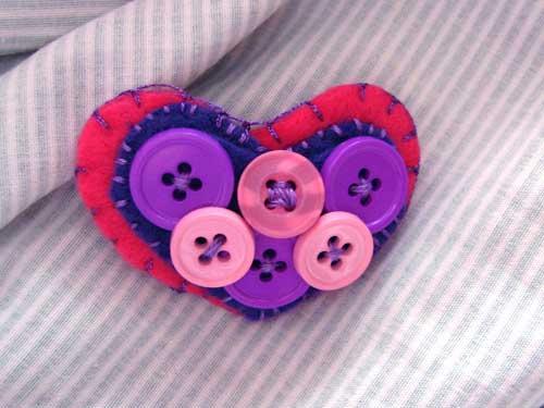 buttonsbrooch500.jpg