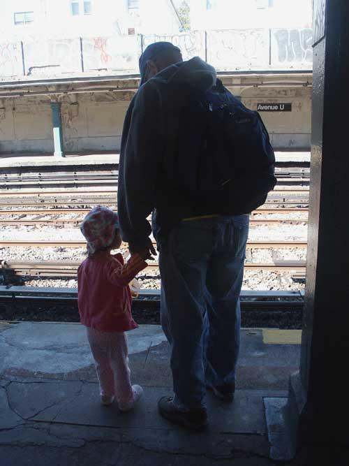 trainwait500.jpg