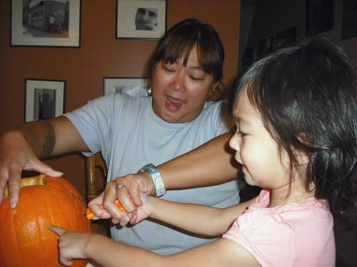 carvingpumpkin2500.jpg
