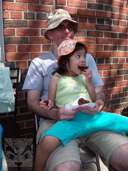 eatingcupcakes.jpg