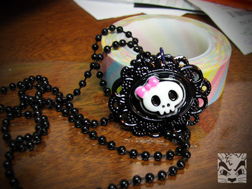 SkullBowPendant